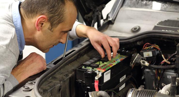 Mercedes-Benz Aluminum Fuse Check